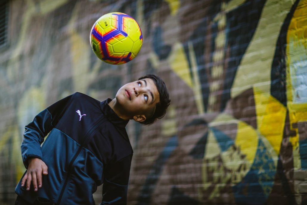 Mehdi Amri is een all round straatvoetballer die veel panna's uitdeelt